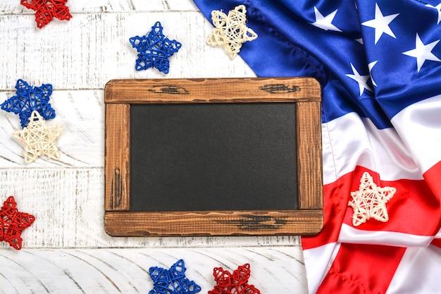 Veteranentaghintergrund mit einer tafel