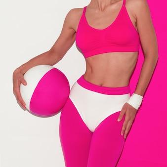 Vibrationen beim fitnesstraining. pop-art-stil. mode mädchen