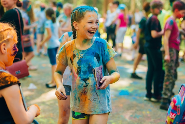 Vichuga, russland - 17. juni 2018: feier des festivals von farben holi