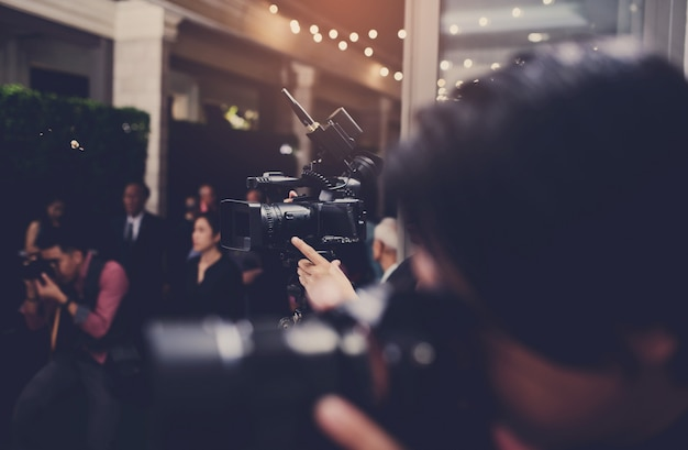 Videographer nahaufnahme, kameramann, film, mann mit kamera, film, professionelle kamera