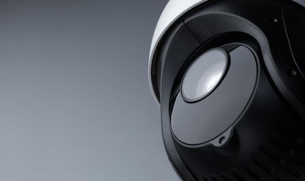 Videoüberwachung der überwachungs-cctv-kamera mit platz auf grau