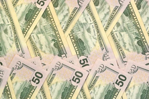 Viele 150-dollar-scheine auf flachem hintergrund schließen nahaufnahme. flache draufsicht