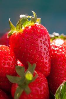 Viele erdbeeren zusammen