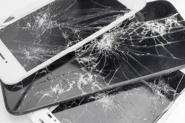 Viele kaputte sparphones, kaputte bildschirme am telefon