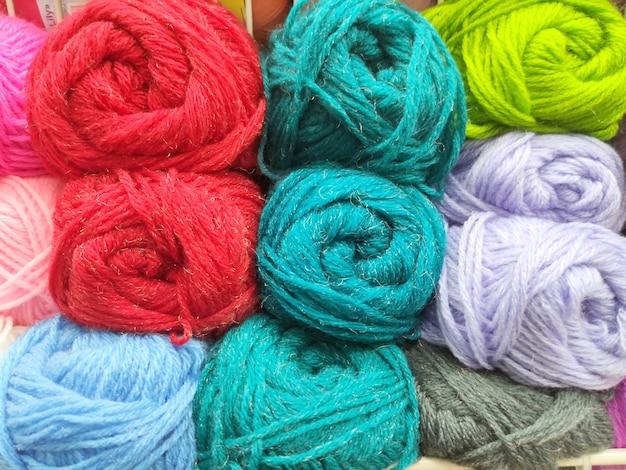 Viele mehrfarbige stränge
