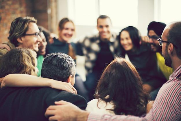 Vielfältige personengruppe in einem seminar Premium Fotos