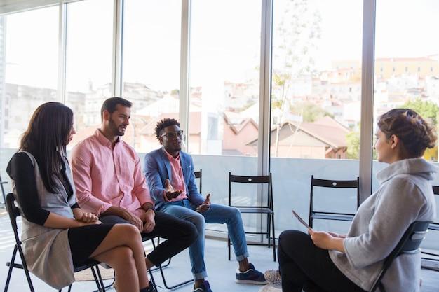 Vielfältiger startup-team-beratungstrainer