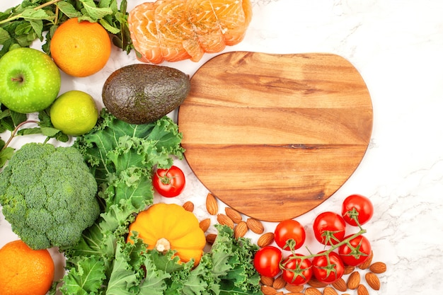 Vielzahl von bunten obst und gemüse