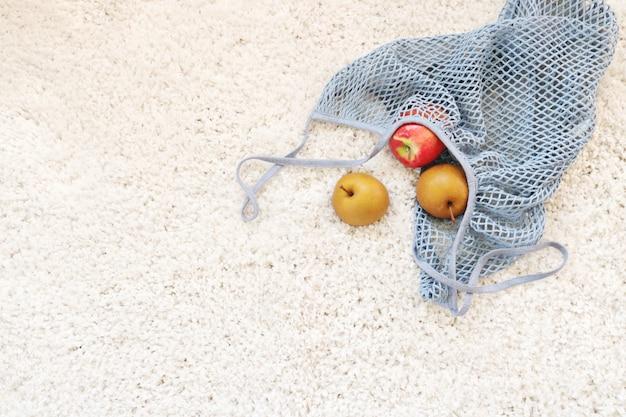 Vielzahl von früchten im netz