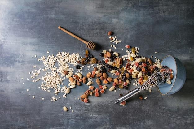 Vielzahl von getrockneten früchten und nüssen