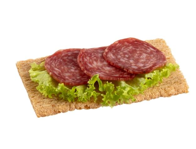Vielzahl von mini-sandwiches mit frischkäse, gemüse und salami