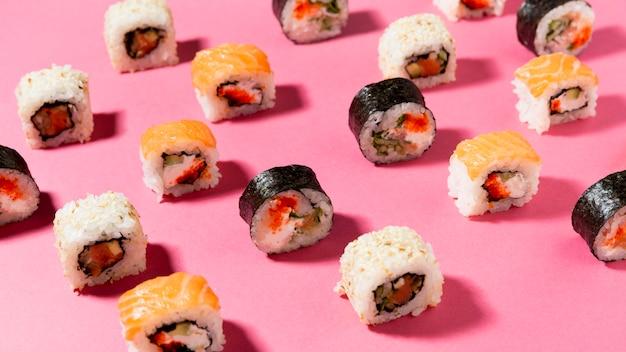 Vielzahl von sushi-rollen