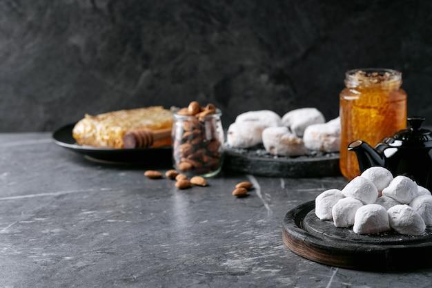 Vielzahl von traditionellen griechischen bonbonplätzchen