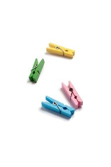 Vier farbige holzspins