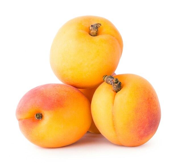 Vier reife aprikosen