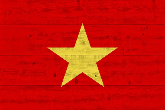 Vietnam-flagge gemalt auf altem holzbrett