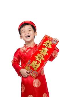 Vietnamese boy kid gratuliert zu seinem neuen jahr. frohes neues mondjahr.