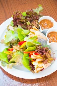 Vietnamesische frikadelle wraps