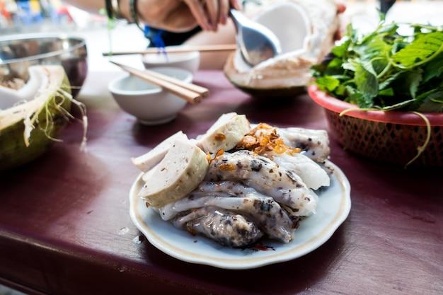 Vietnamesische straßenessen bola viel