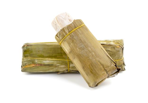 Vietnamesische wurst lokalisiert auf weißem hintergrund mit schnittpfad, moo yor.