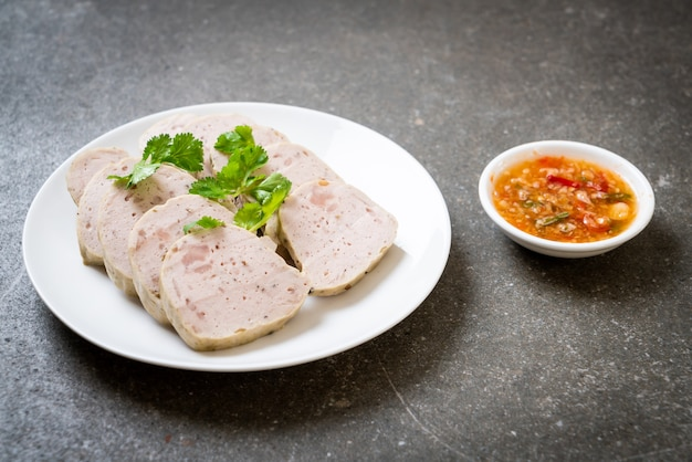 Vietnamesisches gedämpftes schweinefleisch