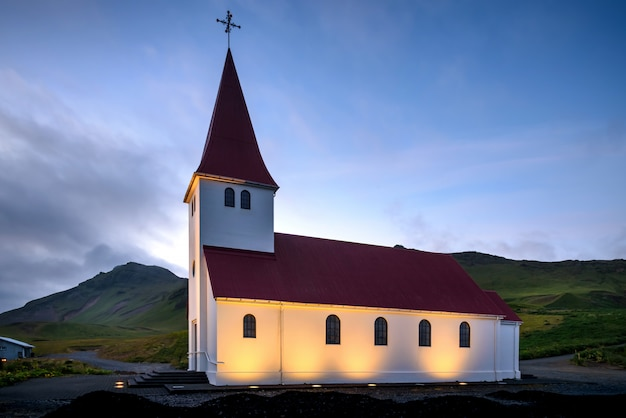 Vik i myrdal church am abend, europa, island