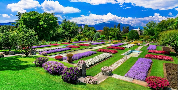 Villa taranto mit schönen gärten. see lago maggiore, norditalien