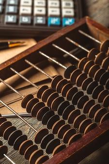 Vintage abakus und taschenrechner