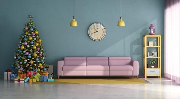Vintage-art wohnzimmer mit buntem christma-baum, geschenk und rosa sofa. 3d-rendering