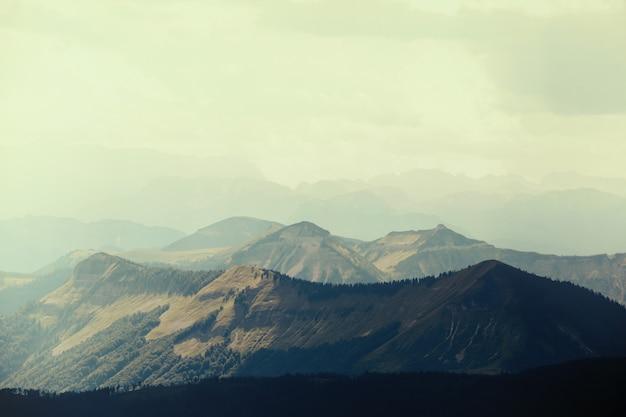 Vintage berge im nationalpark hohe tauern in den alpen in österreich. hintergründe