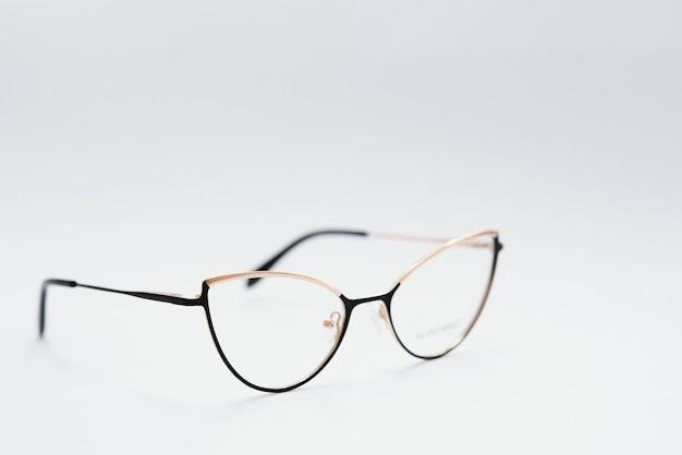 Vintage-brille isoliert auf weißem hintergrund