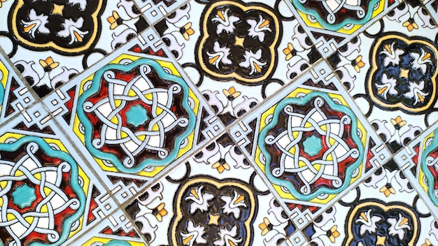 Vintage dekorative italienische fliese mit buntem marokkanischen muster