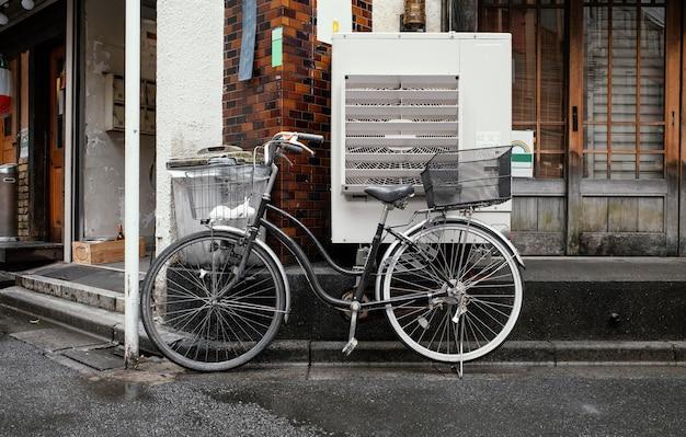 Vintage fahrrad mit korb