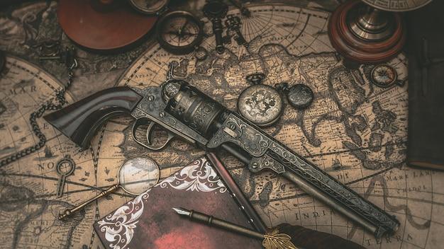 Vintage feuerwaffenpistole auf weltkarte