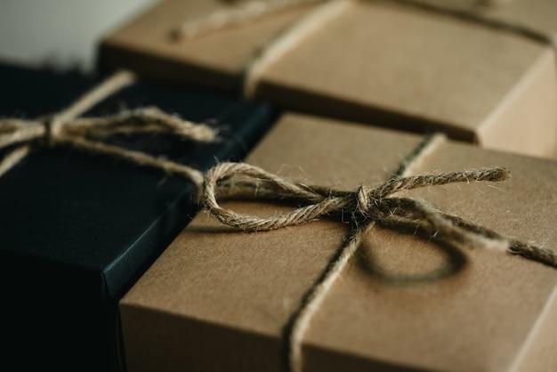 Vintage geschenkbox für die silvesterüberraschung