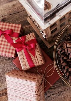Vintage geschenke mit dekorativen elementen