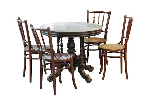 Vintage holztisch und stuhl isoliert auf weißem hintergrund