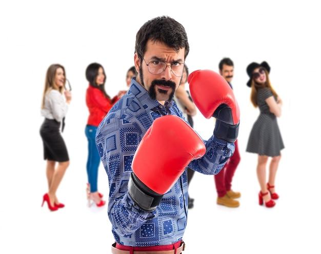 Vintage junge mann mit boxhandschuhen