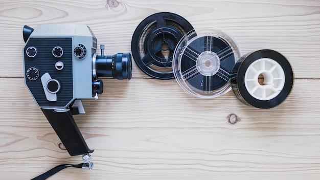 Vintage-kamera mit filmstreifen