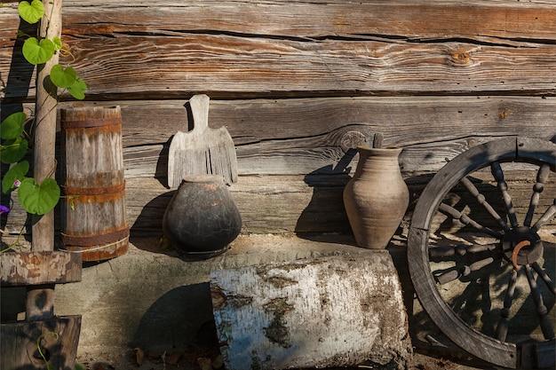 Vintage-kücheneinrichtung, alte landwaren und utensilien