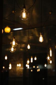 Vintage lampen im café