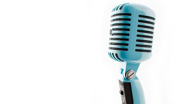 Vintage-mikrofon bilder eines alten blauen farbmikrofons auf weißem hintergrund 3d-illustration