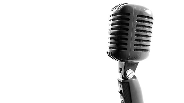 Vintage-mikrofon bilder eines alten metall-farbmikrofons auf weißem hintergrund 3d illustr
