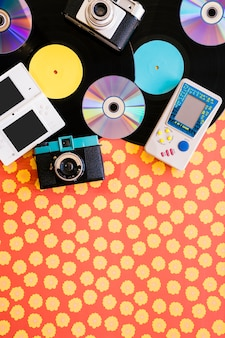Vintage musikkonzept mit konsolen und raum