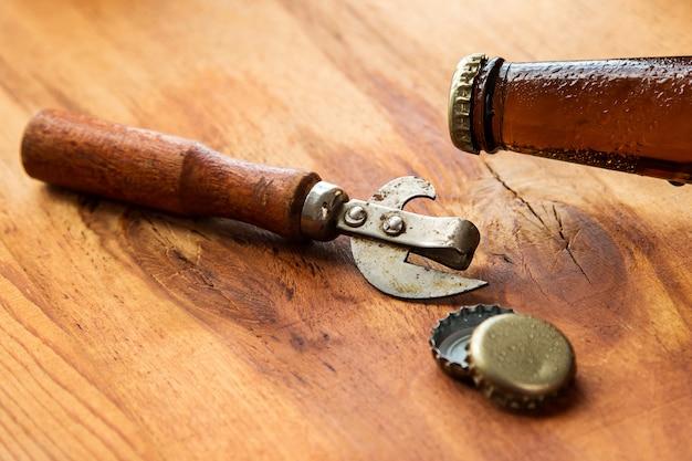 Vintage opener und bier
