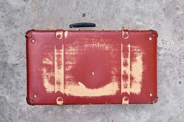 Vintage retro roten koffer, nahaufnahme. alter fall