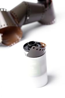 Vintage rollenkameraband auf weiß
