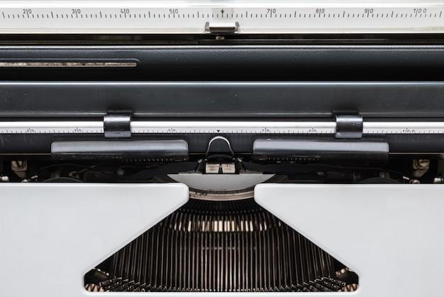 Vintage schreibmaschine, die darauf wartet, dass sie ihren besten roman schreiben.
