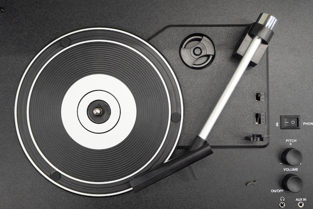 Vintage schwarzer vinyl-plattenspieler