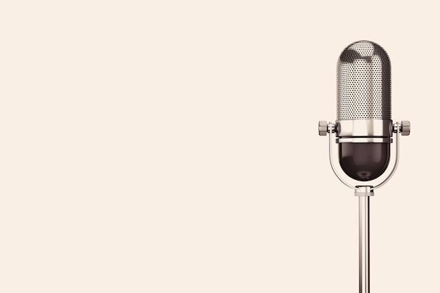 Vintage silbernes mikrofon auf weißem hintergrund